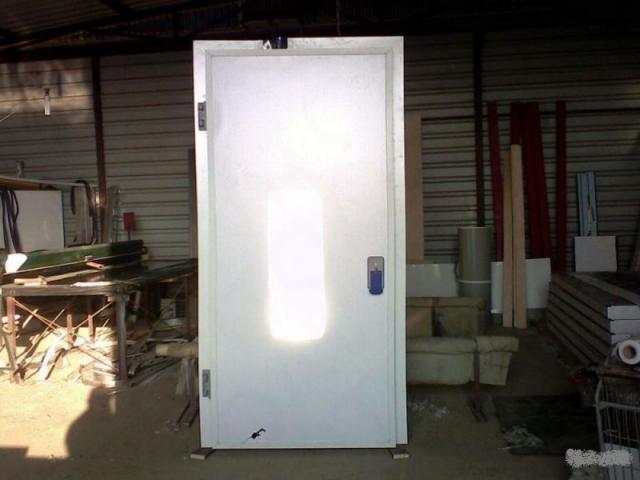 В наличии 200 штук дверй для холодильных камер - 1
